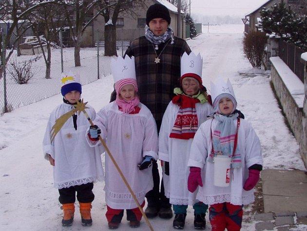 Skupinka dětí z Moravičan vedená Janem Adamcem, která má na svém kontě loňský rekord: 12 661 korun.