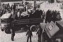 Odstraňování sochy Stalina v Šumperku 29. listopadu 1989