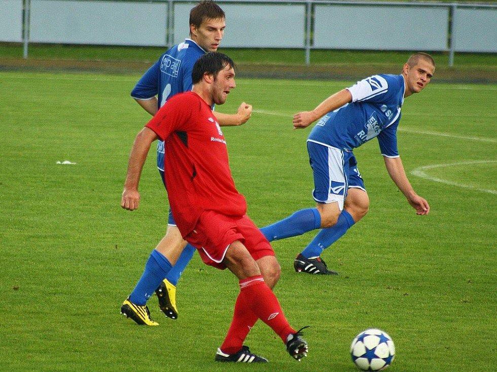 Sulko podlehlo v nedělním utkání doma Hulínu (červené dresy)