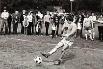 VESNICKÉ DERBY. V80. letech byla populární tzv. Horská liga neregistrovaných fotbalistů, do které se obec zapojovala několik následujících let. Místní se vní utkávali se sportovci zNemile,Hněvkova, Pivonína, Drozdova, Hynčiny, Rájce, Kosova nebo Jedlí.