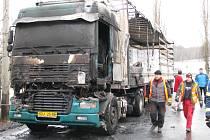 Na Bludovském kopci u Šumperku shořel kamion.