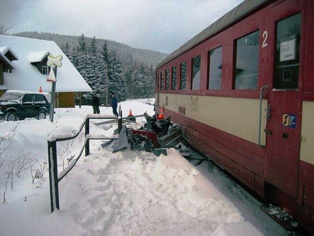Nehoda na tři hodiny zastavila železniční dopravu.