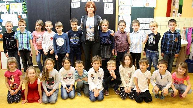 1. třída základní školy v České Vsi s třídní učitelkou Ivetou Skřivánkovou