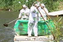 Sjezd netradiční plavidel se konal v sobotu 19. června na řece Desné v Sudkově
