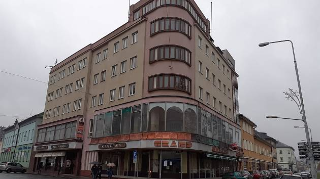 Podoba hotelu Grand v Šumperku na sklonku roku 2020. Nový majitel avizuje rekonstrukci.