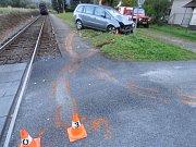 Nehoda na přejezdu u železniční zastávky v Dolní Lipové.