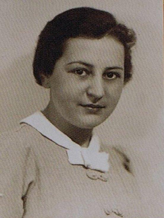 Edith Carter Knöpflmacher krátce před vypuknutím druhé světové války, kdy žila s rodinou v Olomouci.