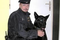 Kira a její psovod Jan Václavek.