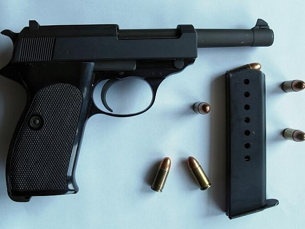 Pistole ráže devět milimetrů, kterou se chtěl muž zastřelit
