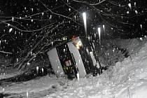 Příliš vysoká rychlost byla příčinou dopravní nehody, která se stala ve čtvrtek 8. prosince v Loučné nad Desnou