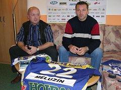 Vladimír Velčovský na snímku s dvojnásobným mistrem světa Romanem Meluzínem, kterého dokázal přivést do Šumperku.