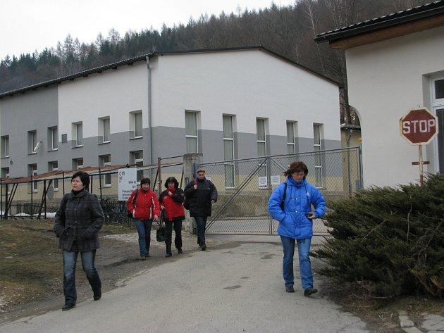 Polovina zaměstnanců textilky v Oskavě už brzy projde touto branou naposledy. Dostali výpověď