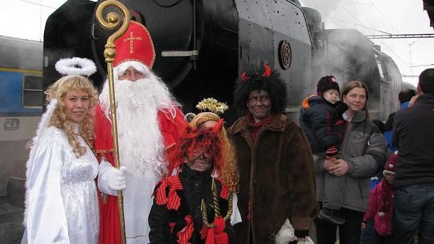 Mikulášský vlak dorazil na šumperské nádraží v neděli 4. prosince