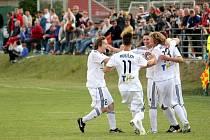 Prostějov (bílé dresy) v sobotním utkání s Mikulovicemi.