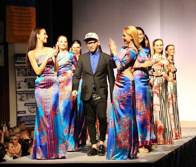 Kolekce předních českých návrhářů a špičkové modelky byly k vidění v pátek 17. dubna na módní přehlídce Top Styl v Mohelnici.