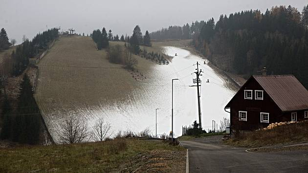 Ski areál v Branné připravuje lyžařskou sezonu. 25. listopadu 2020