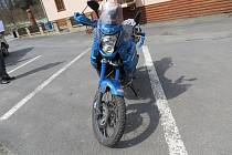 Poblíž chaty Ztracenka nad Sobotínem havaroval motorkář.
