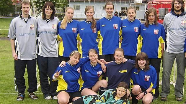 Dívčí fotbalový tým GZP Šumperk.