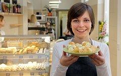 Blanka Poštulková z Loštic při otevření Tvarůžkové cukrárny v Olomouci v březnu 2015.