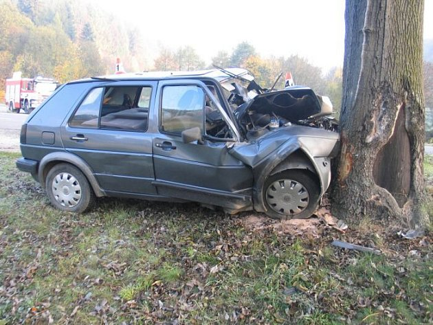 Tragická nehoda golfu u Bušína