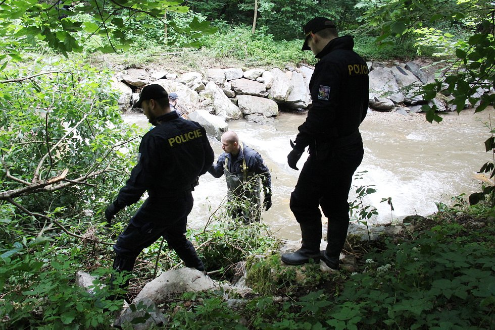 Pátrání 17. června 2020 po seniorce z Oskavy ztracené při při bleskové povodni 7. června.