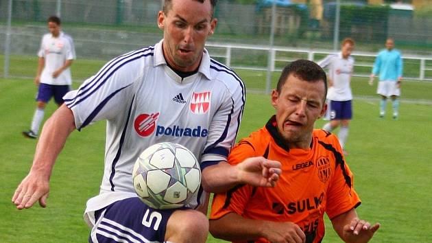 Pohárové utkání Mohelnice versus Zábřeh (oranžové dresy).