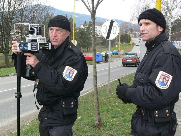 Město Šumperk bude hlídat od července více strážníků.