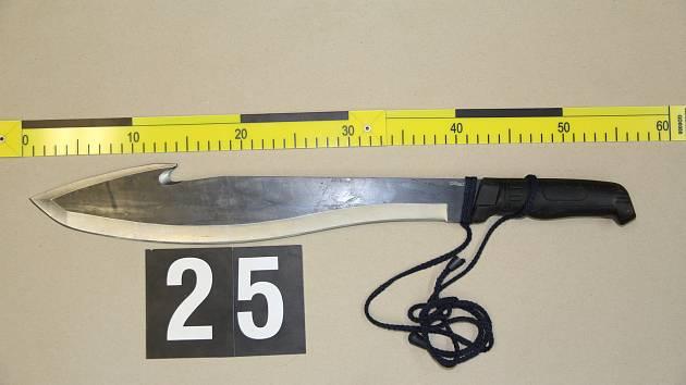Mačeta, kterou útočil na známého muž v zábřežském paneláku