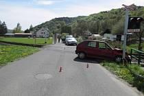Škoda skoro za 60 tisíc zůstala po nehodě vlaku a osobního vozu na přejezdu v Loučné nad Desnou.
