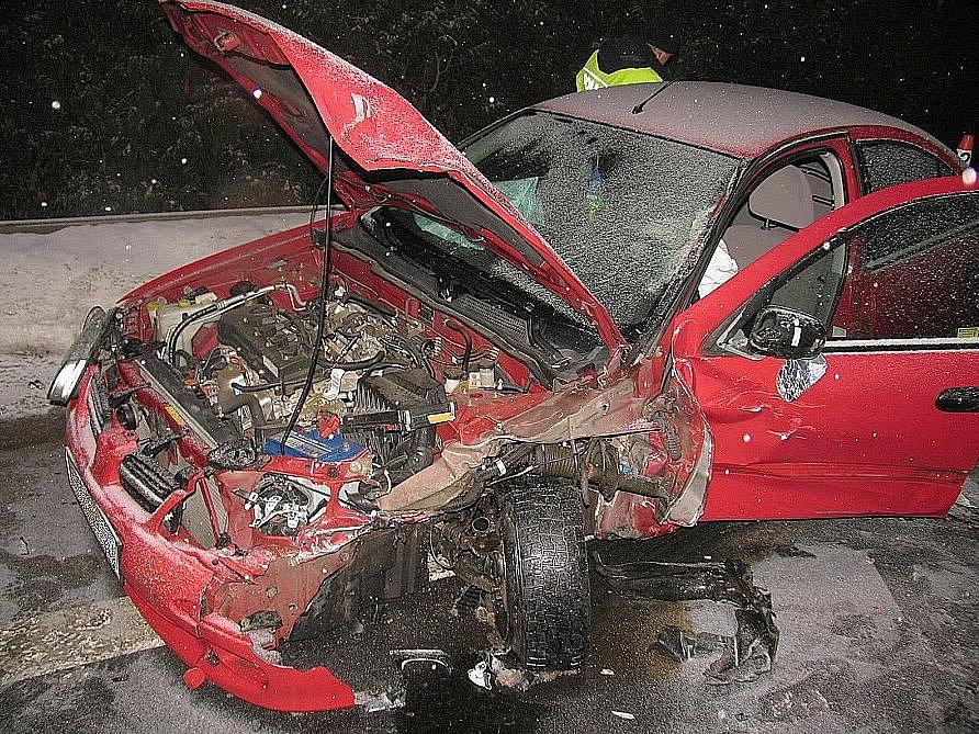 Zničený Nissan Almera