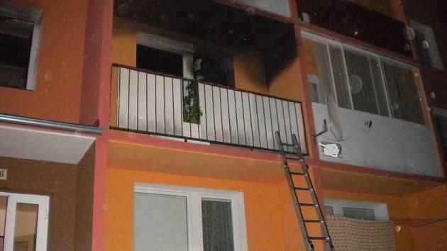 V bytě v ulici Pod Senovou v Šumperku hořelo, údajně po výbuchu
