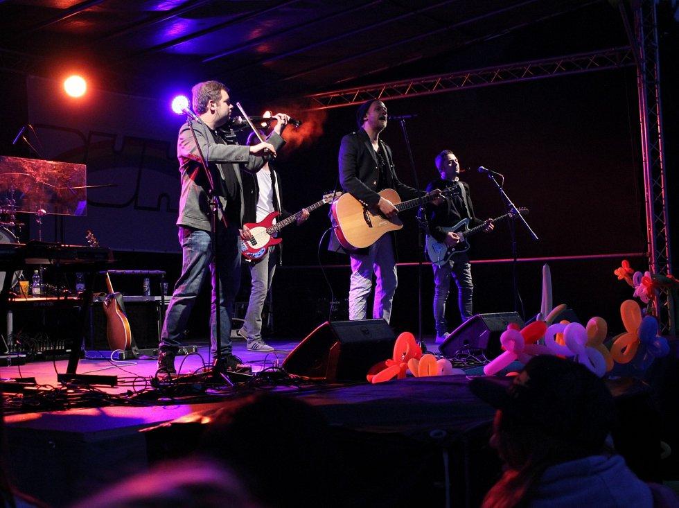 Na koncertu k 20. narozeninám časopisu Zámeček vystoupil zpěvák Voxel či kapela O5 a Radeček.