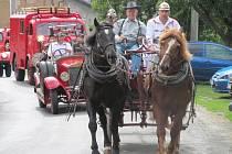 Hasiči předvedli spanilou jízdu historických vozidel v Doubravici.