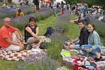 Levandulí vonící festival obsadil pole nad Bezděkovem již potřetí a opět se na něm vystřídaly tisíce lidí.