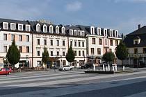 Hotel Slovan v Jeseníku, v rohu obchodní dům Alkron.