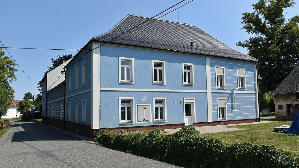Velké Kunětice - kulturní dům.