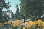 5. ZAČÁTEK LÉTA. Vlastivědné muzeum sčástí rozkvetlých sadů 1. máje. Pohled od hotelu Grand.