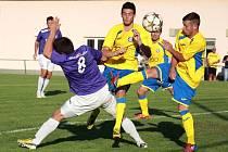 Fotbalisté Rapotína (ve žlutém).