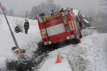 Při cestě do Žulové havaroval hasičský vůz.