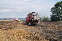 Požár stroje na lisování slámy u Obědného na Šumpersku