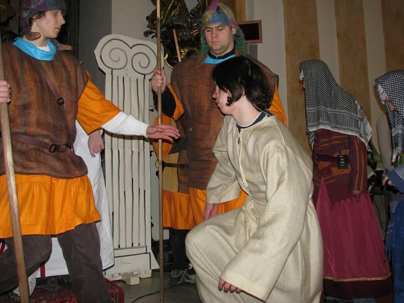 Pašijovou hru zhlédly v šumperském kostele sv. Jana Křtitele během úterý a středy stovky lidí