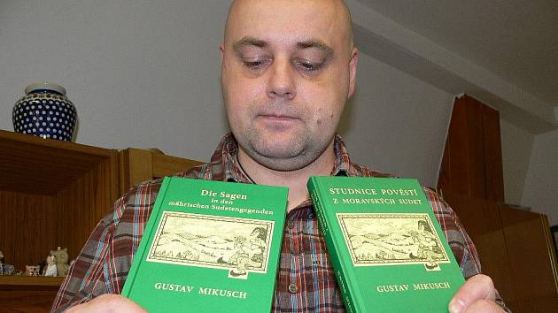 Knihu sudetských pověstí ilustroval šumperský výtvarník Václav Roháč, který současné době žije v Praze