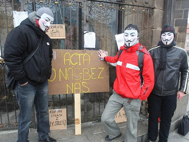 Snímek z demostrace proti ACTA v Plzni