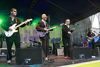 Paul Lamb (druhý zprava) s kapelou The King Snakes