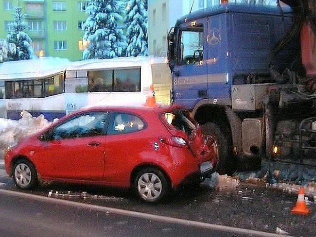 Snímky z nehody v Bezdušově ulici v Jeseníku
