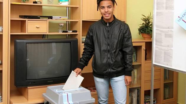 Vůbec poprvé v životě volil semifinalista soutěže SuperStar Patricio Malundo
