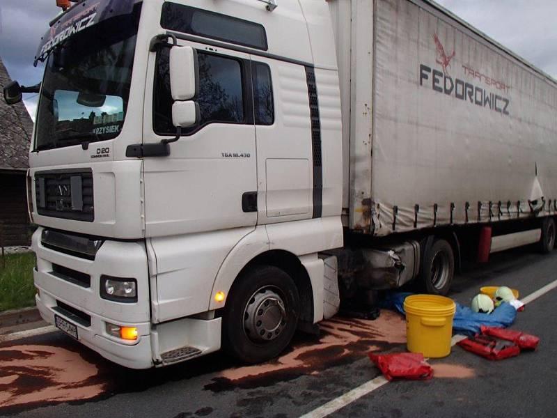 Zásah hasičů u nehody kamionu v Bělé pod Pradědem 24.5.2017