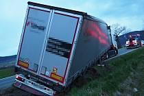 Nehoda nákladního auta u Písařova  - 4. 5. 2021