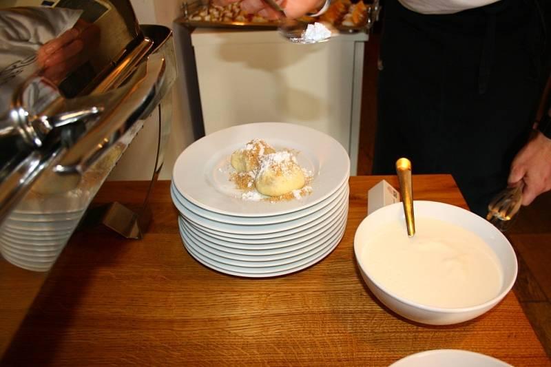 Třetí ročník kulinářského festivalu Chuť Jeseníků odstartoval ve čtvrtek 20. června v kavárně Předměstí v Šumperku a potrvá až do konce září. Devítka festivalových restaurací připravují to nejlepší z tradiční kuchyně hor pod Pradědem.