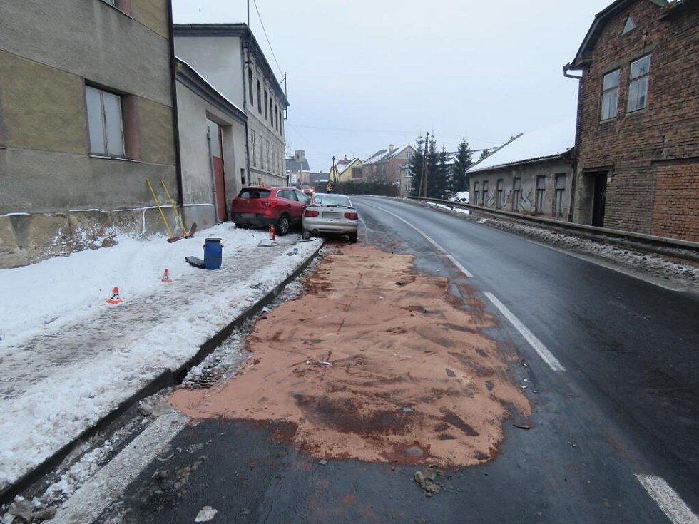 Šestadvacetiletý řidič Fordu Escort, který za volant sedl s více než dvěma a půl promile alkoholu, boural v pondělí 9. ledna v Libivé u Mohelnice. Narazil do renaultu, který projížděl po hlavní silnici.